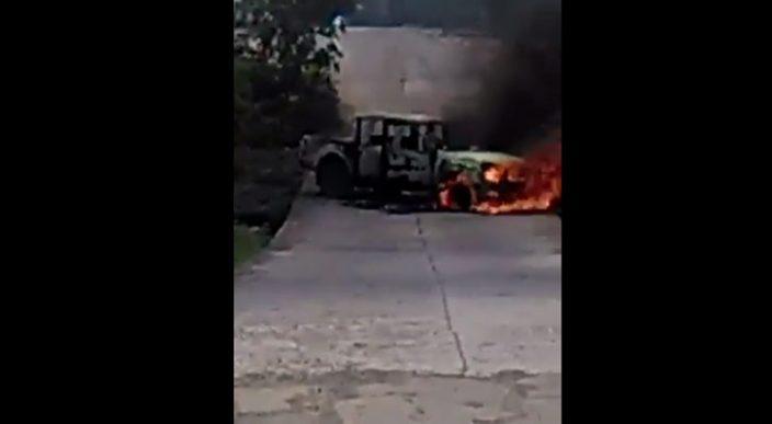 Incendian un vehículo en Apatzingán