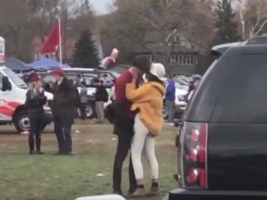 Malia Obama es captada en apasionado beso