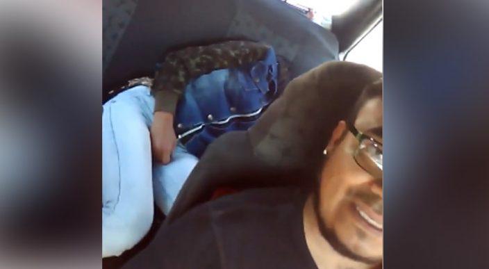 Taxista en Puebla exhibe a joven por subirse completamente borracha