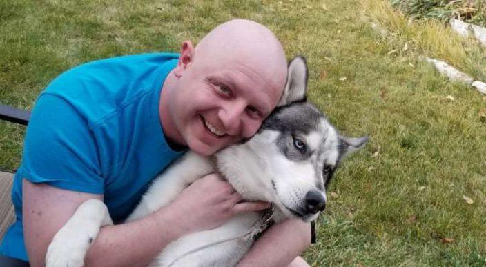 Descubre que tiene cáncer de testículos gracias a su perro