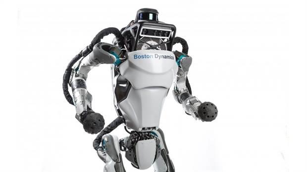 Conoce al primer robot capaz de realizar un salto mortal hacia atrás