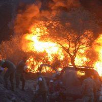 Arde ducto de Pemex, tras toma clandestina en Copándaro, Michoacán