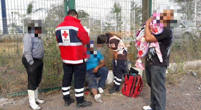 Familia se salva de morir arrollada por un tráiler en Zamora, Michoacán