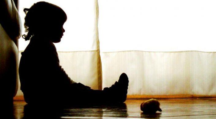 Mujer es detenida relacionada con el asesinato a puñaladas de su pequeño hijo en Uruapan