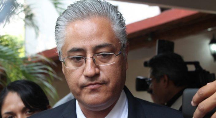 Detienen y dejan libre a ex rector Alejandro Vera