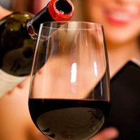 El vino puede curar el mal aliento y destruir bacterias de la caries y gingivitis