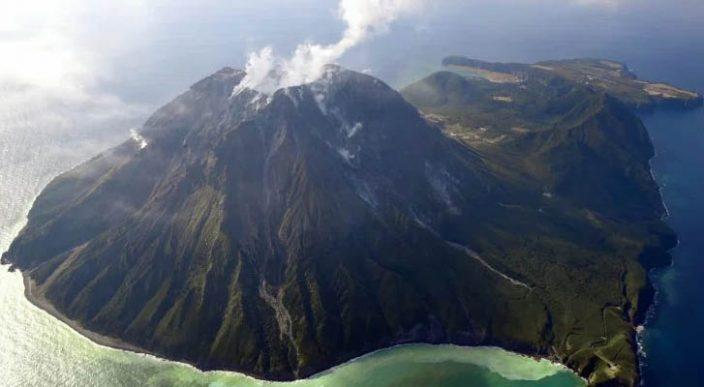 Erupción volcánica expulsa crea una gran cúpula de lava — Japón
