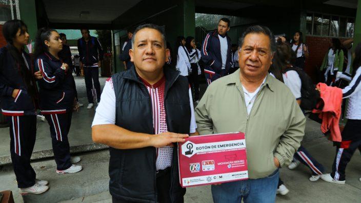 Secretaría de Seguridad reparte botones de emergencia en Michoacán