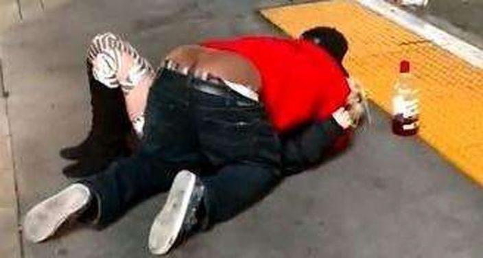 Hombre abusa de una mujer y testigos solo observan, en Las Vegas