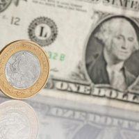 Dólar alcanza un precio máximo de 18.85 pesos en bancos de México