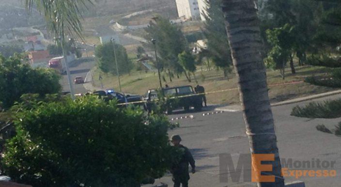 Encuentran cinco cuerpos dentro de vehículo abandonado
