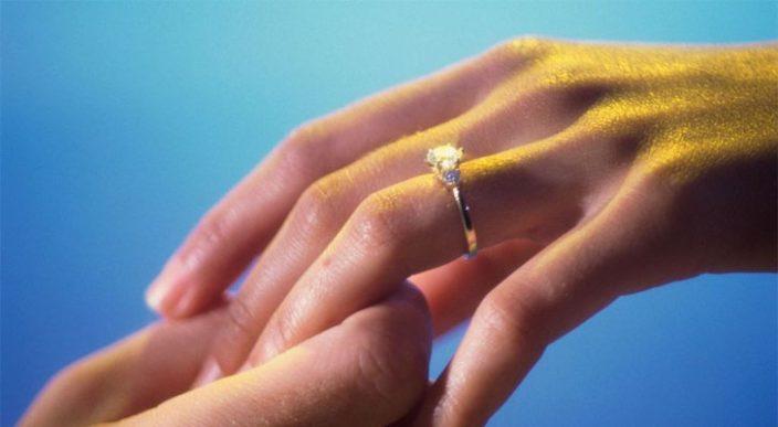Hotel busca a dueño de anillo de matrimonio olvidado en sus instalaciones