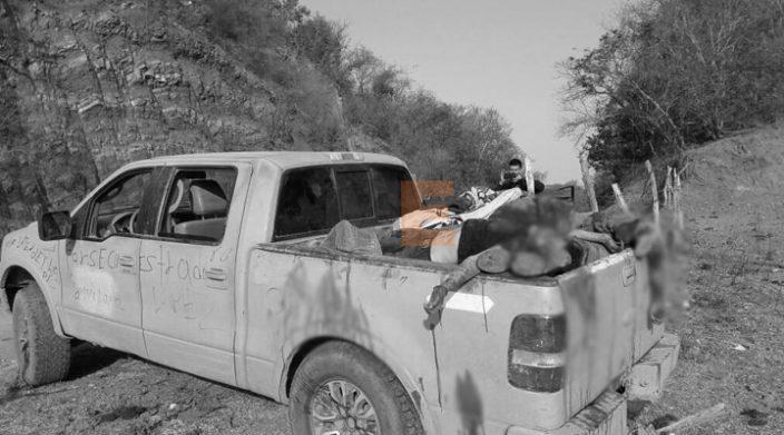 Hallan ocho cuerpos en Michoacán
