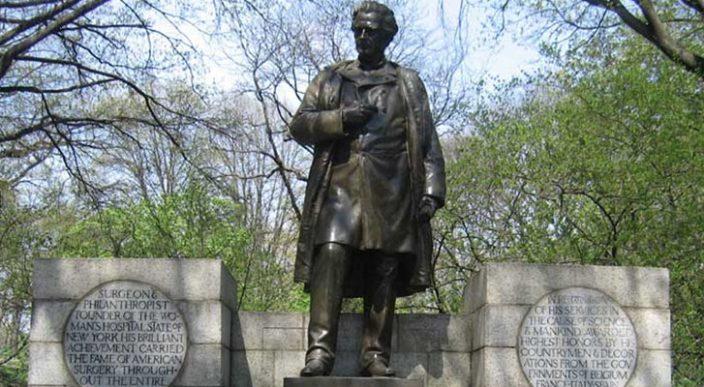 Retiran estatua de doctor que experimentó con esclavas afroamericanas — Nueva York