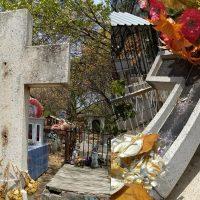 Roban crucifijos en panteón de Apatzingán señala denuncia