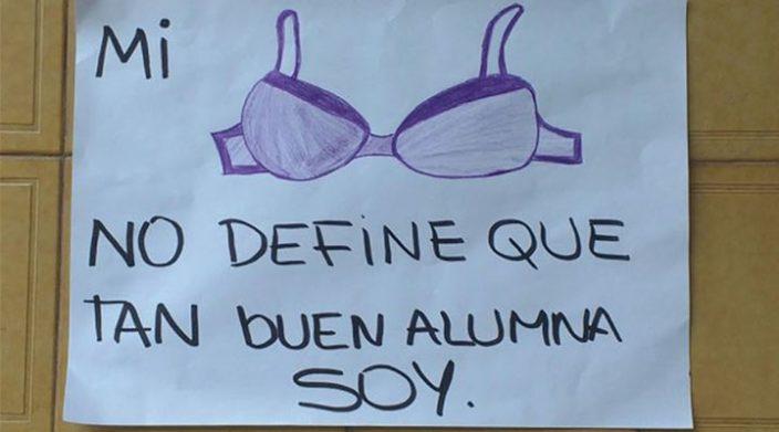 En Buenos Aires, alumna es sancionada por no usar sostén; compañeros inician campaña en su defensa