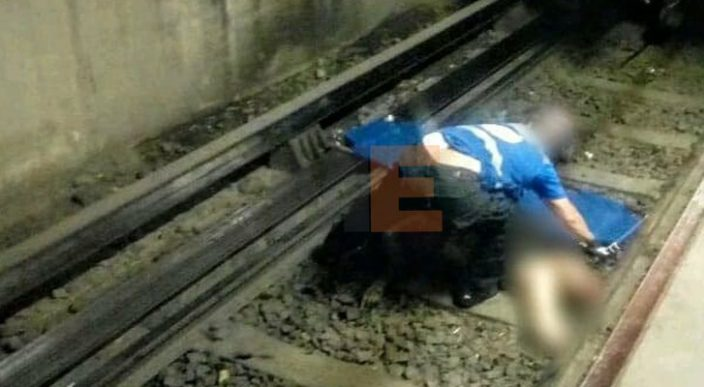 Investigan volcadura de auto en vías del Metro de la Línea 5
