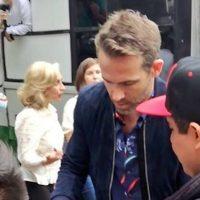 Actor de Hollywood Ryan Reynolds pasea en micro en la CDMX (Video)