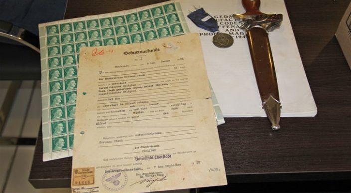 Hombre enfrentará un juicio por vender objetos nazis en Argentina