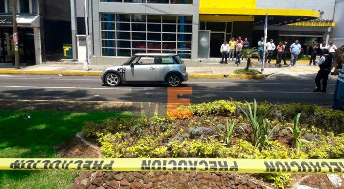 Asesinan a balazos a un automovilista en Uruapan, Michoacán