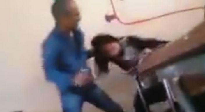 Profesor golpea a una estudiante en Marruecos (video)