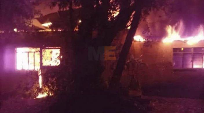 Bomberos sofocan incendio de dos viviendas en Múgica, Michoacán