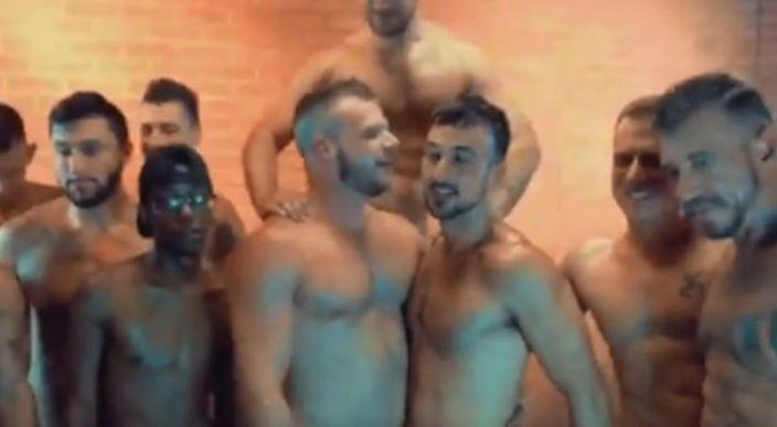 Actor porno le propone matrimonio a su novio mientras rodaban una orgía (Video)