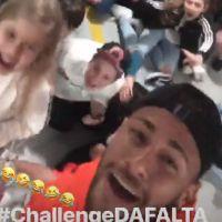 """Neymar lo toma con humor y se une al """"Neymar Challenge"""" (Video)"""