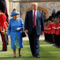 Una muestra más de los modales de Trump pero esta vez con la reina Isabel II