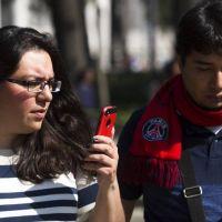 Científicos descubren el crecimiento de un hueso en la nuca por ver tanto el móvil