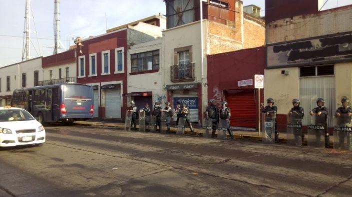 Dirección de Mercados y Policía de Morelia mantienen operativo en Mercado Independencia