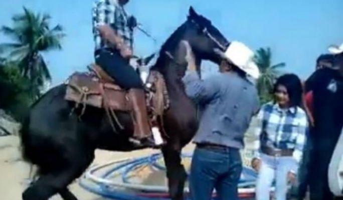 Alcalde de Oaxaca es captado golpeando a funcionario municipal