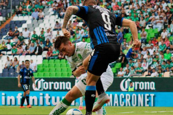 León se impone ante un Querétaro con errores en la Liga MX