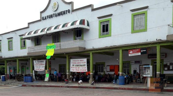 Siguen sin laborar en alcaldía de San Juan, Michoacán
