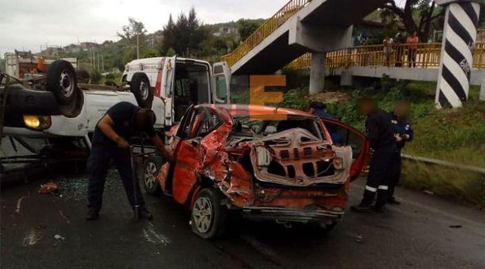 Choque de tres vehículos en la carretera Morelia-Salamanca deja dos heridos
