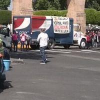 Normalistas cierran avenida Acueducto en Morelia, rechazan nuevo modelo educativo