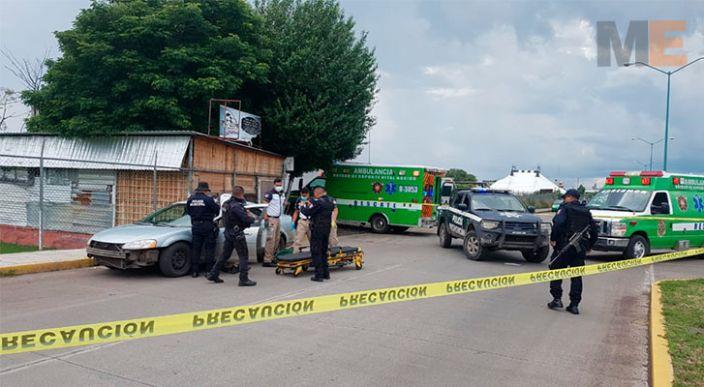 Agreden a balazos a ocupantes de un Stratus en Zamora, Michoacán; hay un muerto y un herido