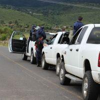 Abandonan dos cuerpos con impacto de bala en una camioneta en Coalcomán, Michoacán
