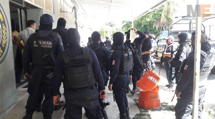Con pistola de postas, roba camioneta en Lázaro Cárdenas; tras persecución, lo detienen