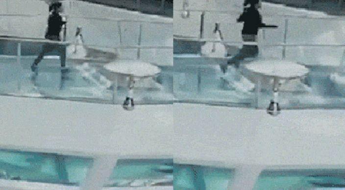 Una mujer tropieza y cae en el tanque de tiburones justo a la hora de la comida (Video)