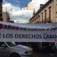 Sindicato Único de Empleados de la Universidad Michoacana, protesta con cierre de calles en Morelia