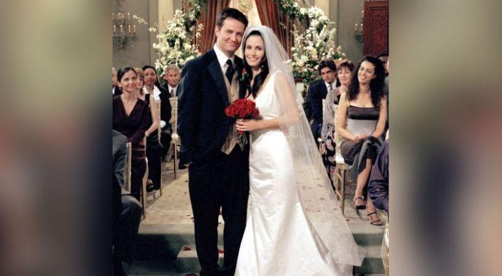 fans detectan error en los vestidos de novia de monica geller de friends