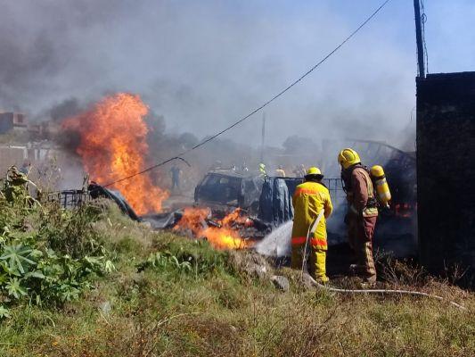 Arden viviendas donde almacenaban 'huachicol' en Morelia, Michoacán