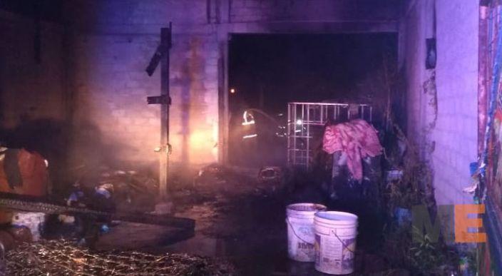 Dos casas hechas de lámina y cartón sufren incendio en colonia irregular de Tarímbaro
