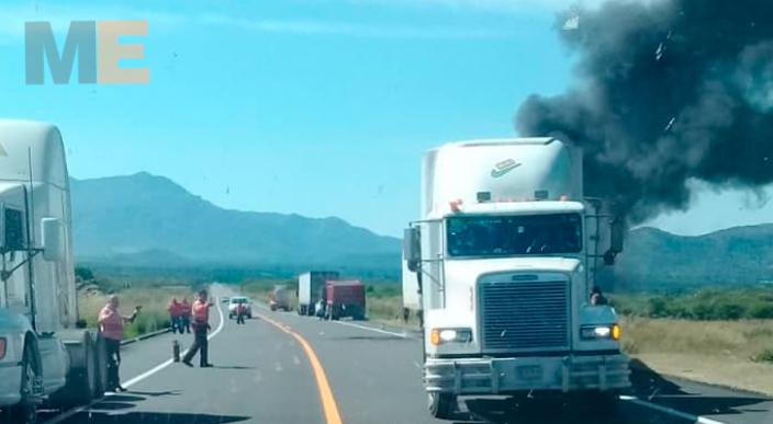 Por falla mecánica se incendia tráiler en Nuevo Urecho, Michoacán
