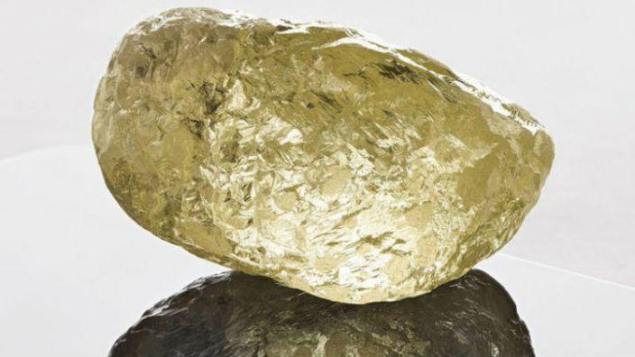 Encuentran diamante del tamaño de un huevo de gallina
