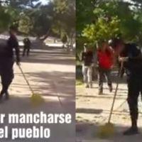 """Por """"abusadores"""" pobladores ponen a barrer a policías en Hidalgo (video)"""