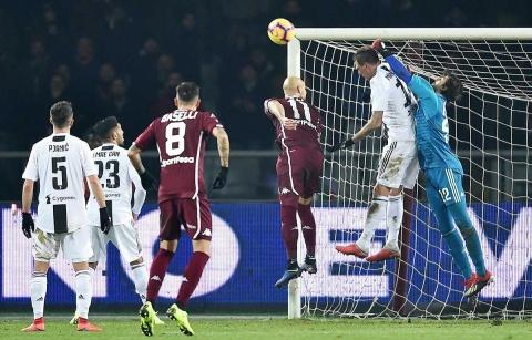 CR7 da triunfo a la 'Juve' en el derbi de Turín