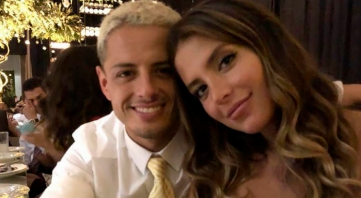 Chicharito y su novia Sarah Kohan anuncian su compromiso en Instagram