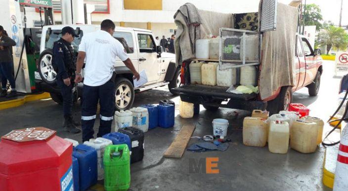 En Lázaro Cárdenas detienen a un hombre por transportar combustible de manera insegura